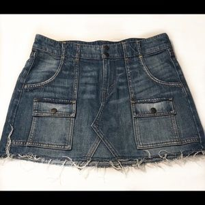 DISTRESSED LEVI'S JEAN SKIRT